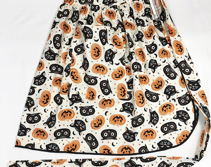 Half Apron - Vintage Pin Up Skirt Style - Vintage Halloween Black Cat, Pumpkin, & Owl