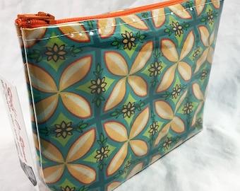 Kupuna Aloha by madtropic - Make Up Bag - Hawaiian Aloha Print