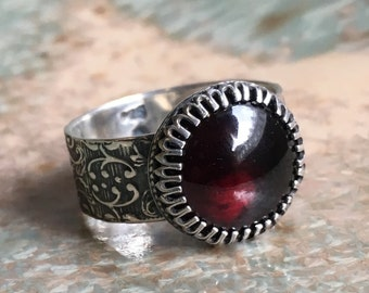 Garnet ring, Sterling silver ring, statement ring, Bohemian jewelry, gemstone ring, Alternative Engagement ring -  Wild imagination R2447