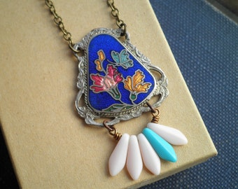 Boho Flower Necklace - Vintage Enamel Floral Bohemian Charm Necklace - Cloisonné & Glass Feather Bead Pendant Retro Jewelry Gift For Her