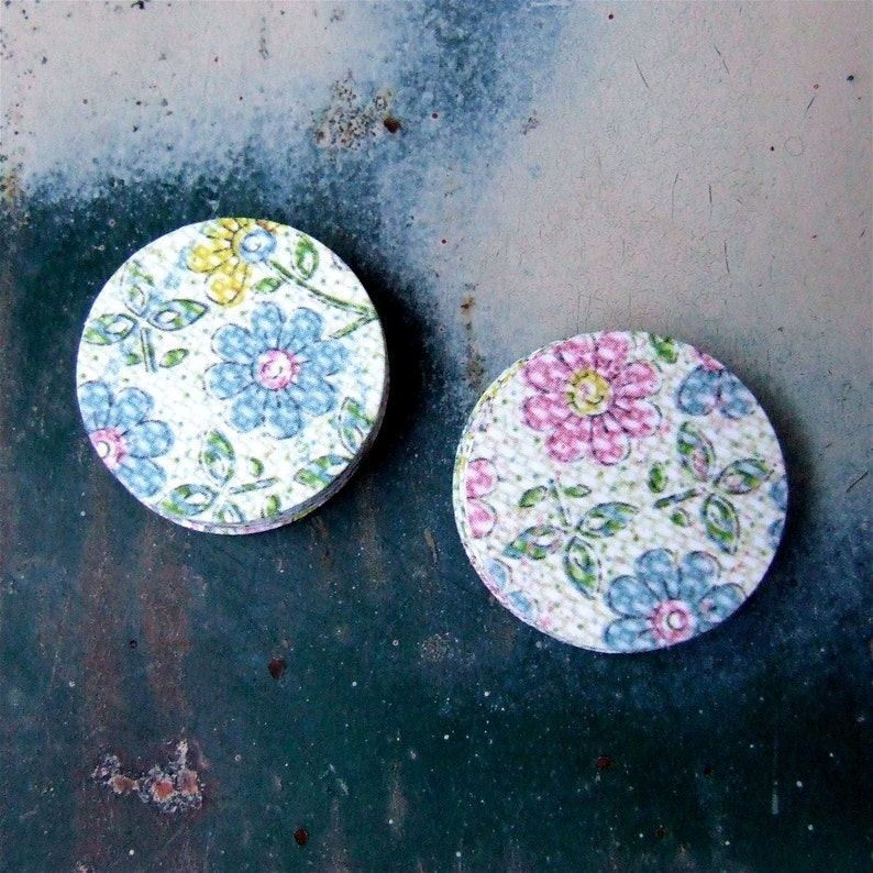 Pastel Flowers  Round Adhesive Paper Stickers 20 Floral image 0