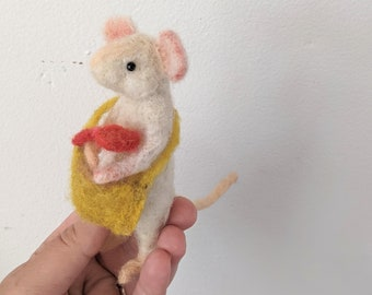 Needle felted mouse, needle felted animal, felted mouse , desk pet