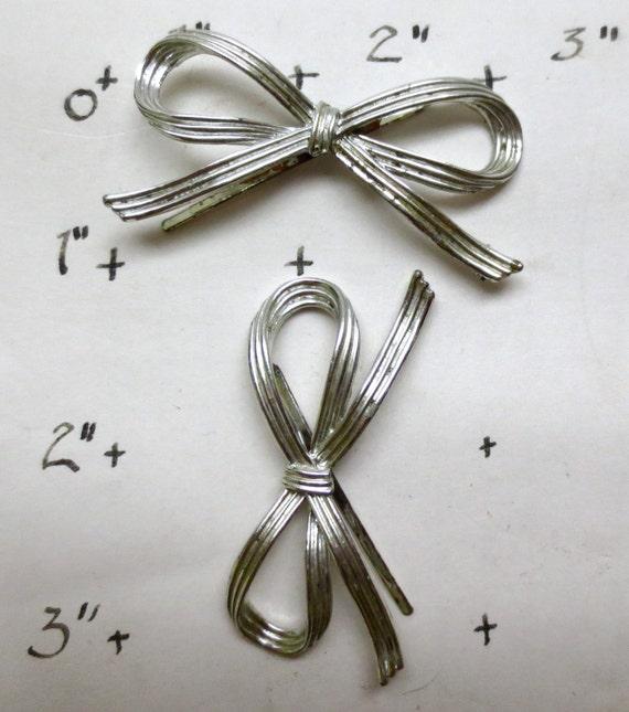 2 Silver Bows Hair Pins - Vintage 1980s  - Holdbac