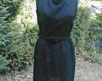 Black Crepe Sleeveless Wiggle Dress - Vintage 60's - Size 8 - Rose Detail