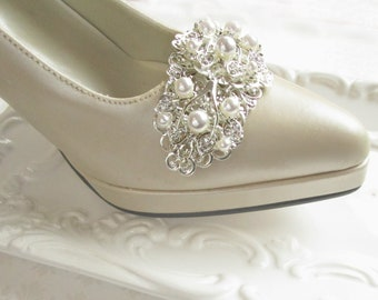 2 Large shoe clips for Bride shoes, Bendable wrap around. Pearl shoe clips for wedding shoes, Vintage style, Wedding shoe clips Bridal