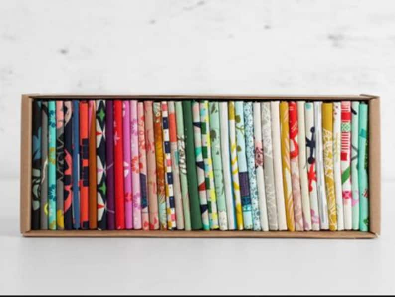 Cotton Factory Cut Steel Assorted Fat Quarters Brand New 40 delightful Fat Quarters in a Collector/'s Box Earlier Release Fabric Lines