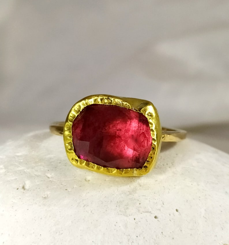 Red Tourmaline Solitaire Ring Solid 18 kt Gold and 5.8 carat image 0