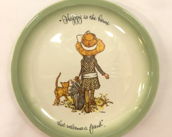 Holly Hobby Decorative plate Happy is the home that welcomes a friend 10 1/4 American Greetings Cleveland Ohio edition made in USA
