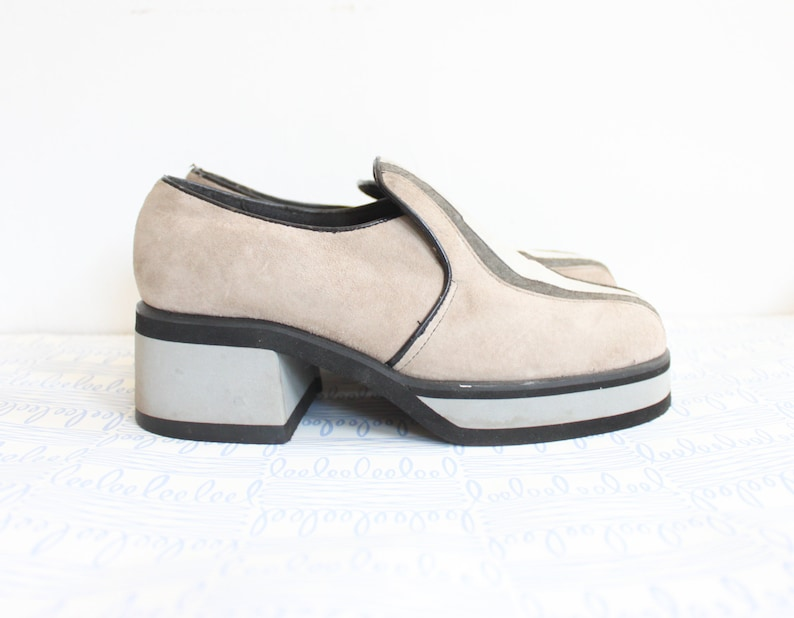 b12cee9ee285f 60's Suede and Foam Mod Clogs in Size 6
