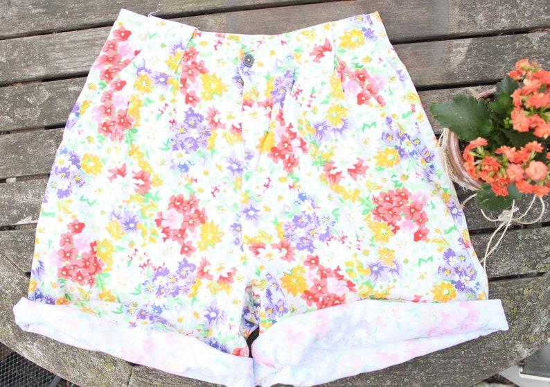 9298ee9c5535f 90's Neon Floral Denim Shorts by Liz Claiborne in Women's Size 6