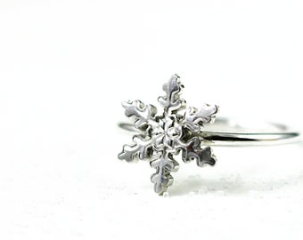 Snowflake ring in Sterling Silver,stackable, Winter jewelry