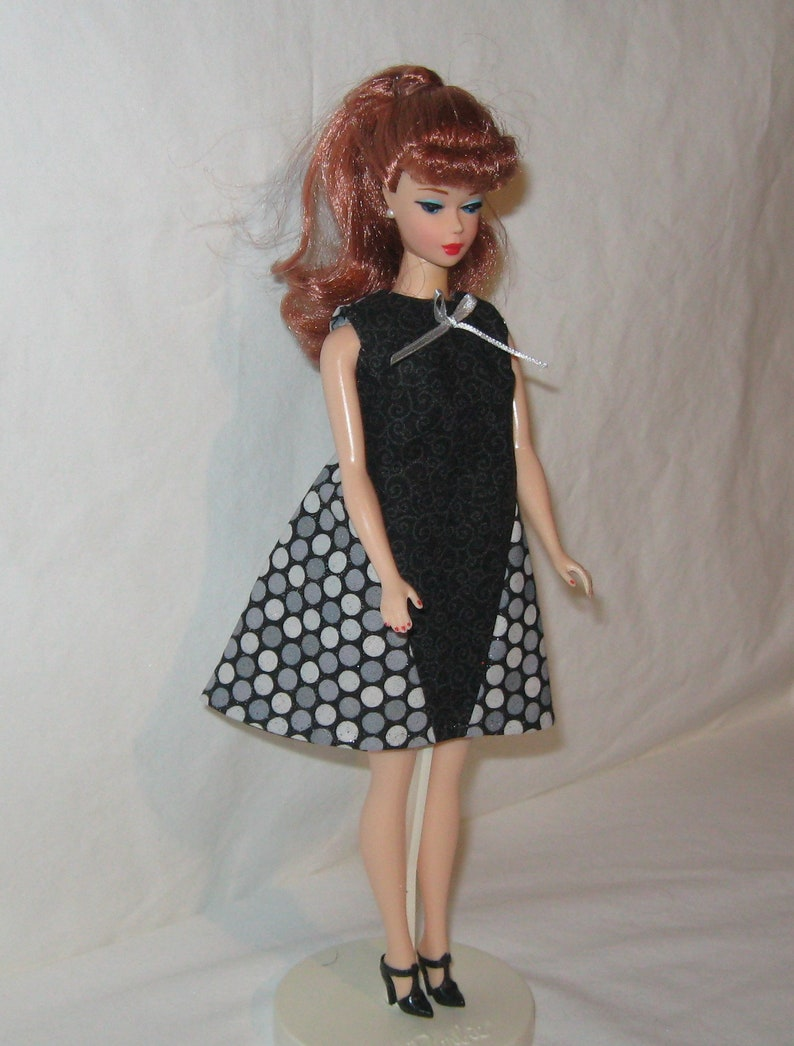Handmade SHORT Cotton Yellow with White Scrolls Print Barbie Dress /& Collar