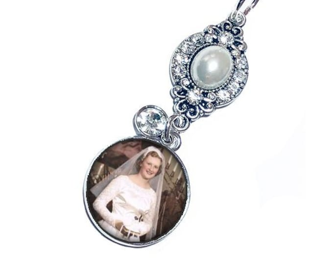 Pearl and Crystal Wedding Bouquet Photo Charm, Memorial Gift for the Bride, Bridal Brooch, Custom Photo Charm, Memory Charm, Bouquet Brooch