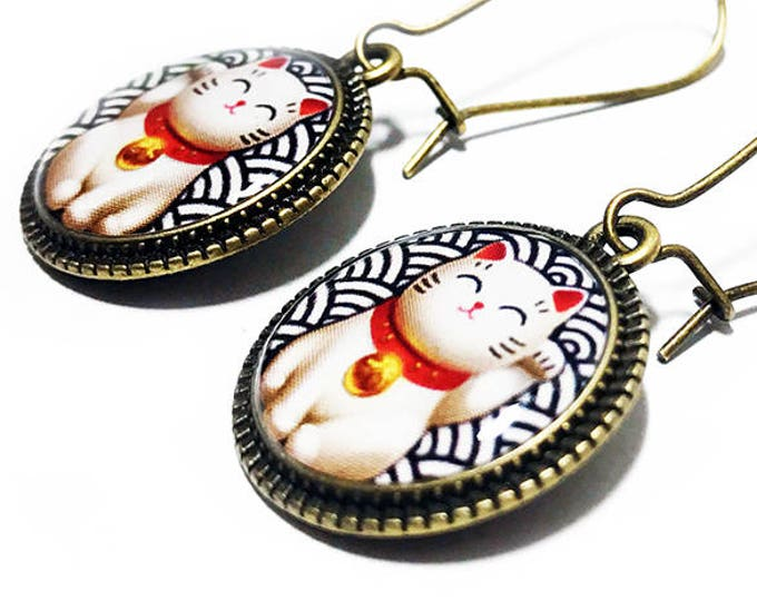 Lucky Cat Earrings, Maneki Neko, Beckoning Cat, Japanese Lucky Cat, Good Luck, Lucky Cat, Dangle Earrings, Handmade Jewelry, Resin Jewelry