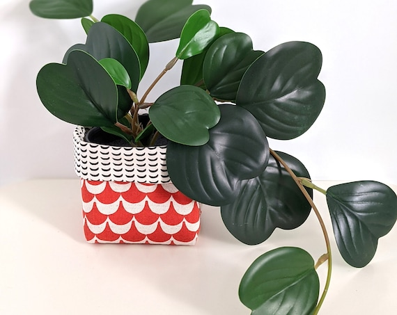 Fabric plant cozy with faux plant - red geometric planter - red and white fabric plant pot cover