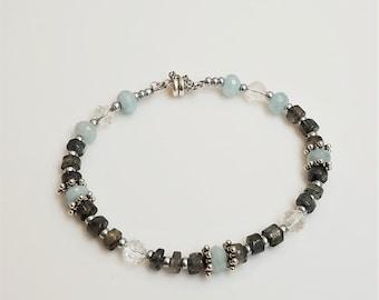 Aquamarine and Labradorite silver single strand bracelet - minimalist