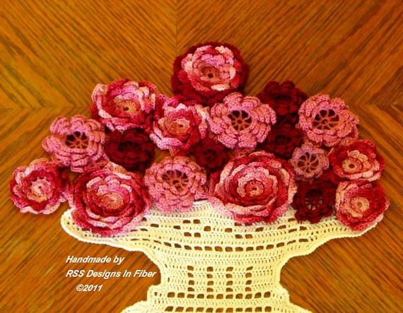 Rose Vase Fiber Art - 3D Red and Pink Roses - Crochet Rose Art - Table Rose Decor - Rose Wall Art - Fiber Art Decor - Crochet Wall Hanging