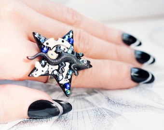 salamander star ring with cobalt blue rhinestones