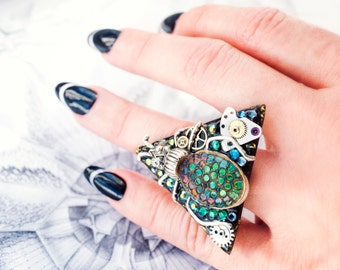 magic scarab triangle ring with vintage green cabochon - geometric sparkly insect