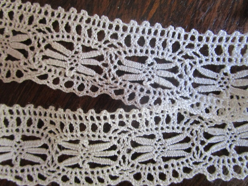 15 yards Vintage 1-1/8 Edge Lace 6 Wing Dragonfly image 0