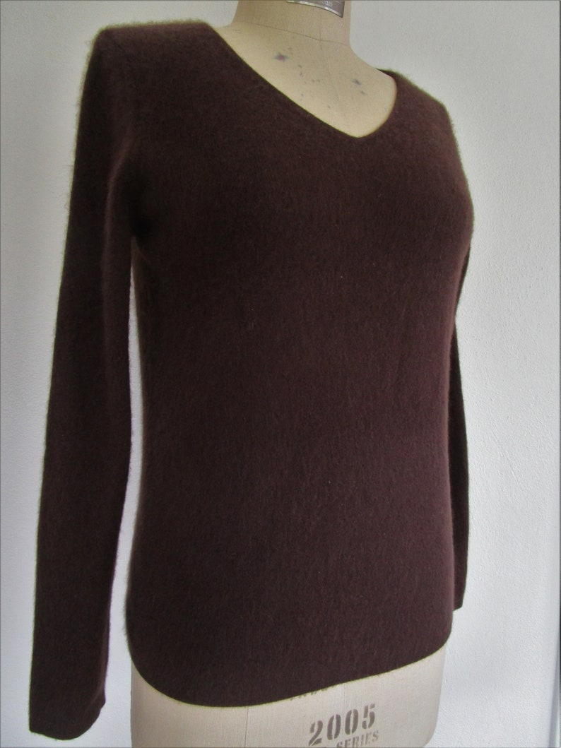 M Macys CASHMERE Pullover Knit Sweater V Neck Chocolate Brown image 0