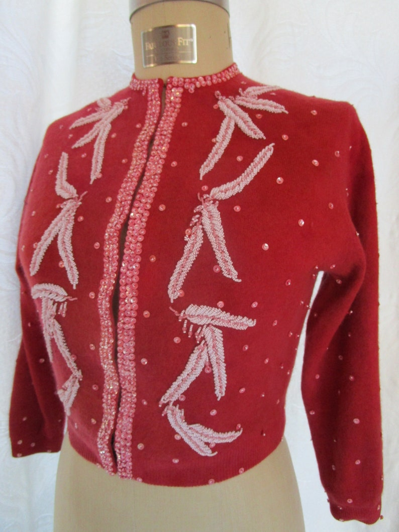 S-M Cropped 1960s Cardigan Knit Sweater Sequin Beaded Red Pink image 0