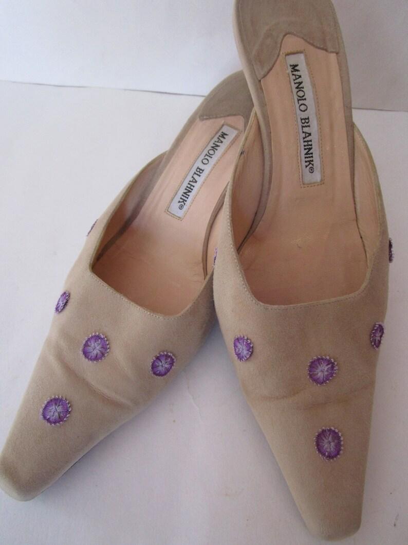 EU37 Manolo Blahnik Tan Suede Leather Kitten Heel Mule Shoes image 0