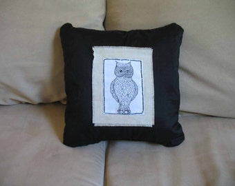 Exquisite Owl, Large Pillow