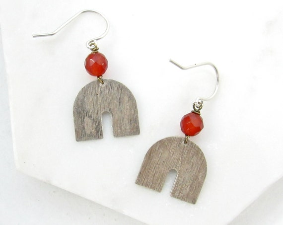 Horseshoe Earrings > Carnelian