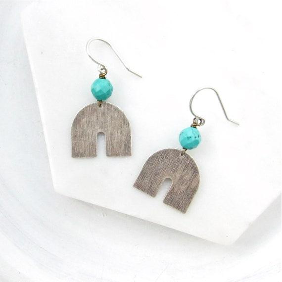 Horseshoe Earrings > Turquoise Magnesite