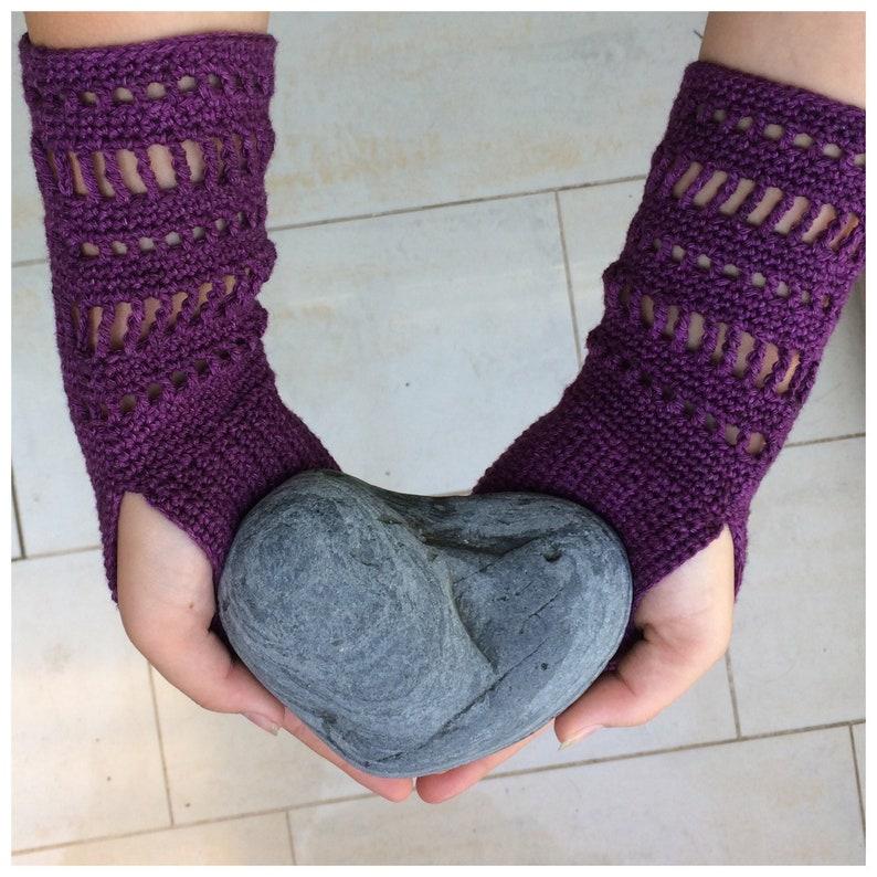 fingerless glove crochet pattern lace wrist warmer crocheting image 0