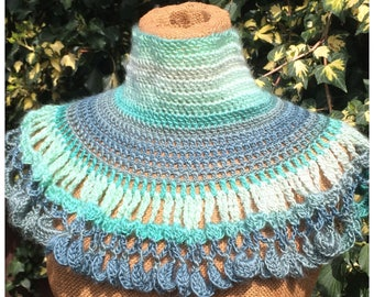 Crochet cowl, neckwarmer, capelet in green, gift for her, handmade capelet, victorian style