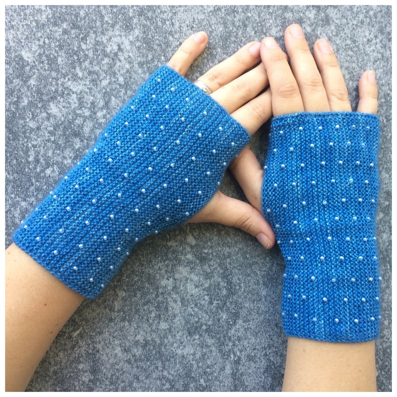 knitting pattern for fingerless gloves with beads knit image 0