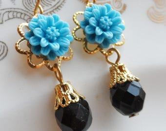 75% Off Price Sale, Turquoise Blue, Mum Flower, Gold Tone Filigree, Czech Glass Bead