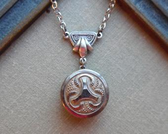 Tricorne Vintage Glass Button Necklace