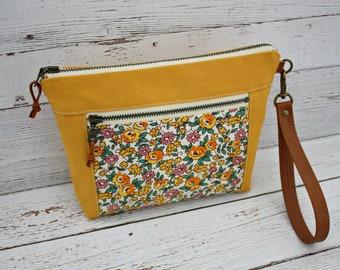 Calico Flower print Clutch / Wristlet /  Front Zipper Pocket