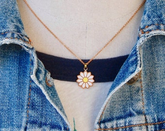 Daisy necklace,charm necklace,layering necklace,flower necklace,summer necklace,boho necklace,festival necklace,hippie ,70's necklace