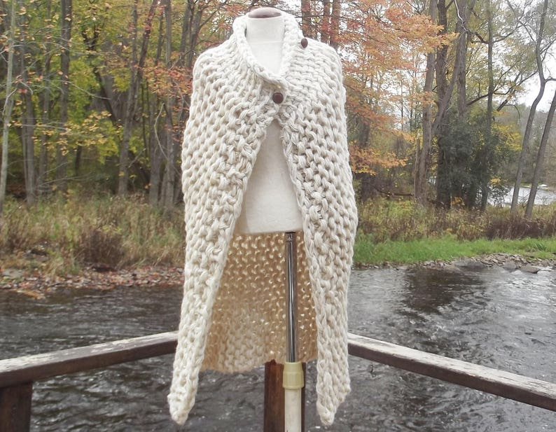 Long asymmetric vest sweater cardigan super chunky knit womens medium large in cream tweed with imitation leather buttons