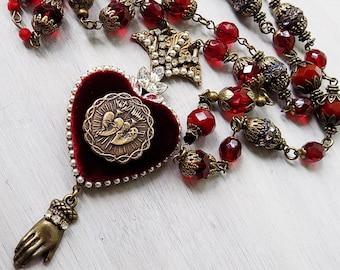 Ex Voto-Herz-Halskette, Herz-Jesu, Halskette, katholischer Schmuck, Milagro Herzhalskette, Ex Voto, rotes Herz, Rosenkranz, Geschenk, Seide samt