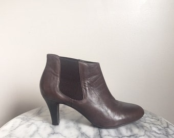 Dark Brown Leather Chelsea Ankle Boots. Size 8.