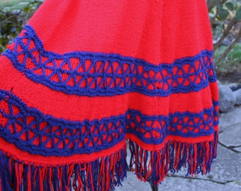 Vintage red and blue poncho / 1970s poncho / fringed poncho / 70s poncho / vintage fringed poncho / red and blue fringed poncho