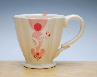 Pink Arrowbesque Deluxe clover cup in Ivory w. Red Polka dots