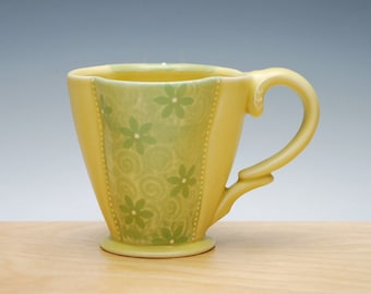 Floral Deluxe Clover cup in Buttercup Yellow & Lime