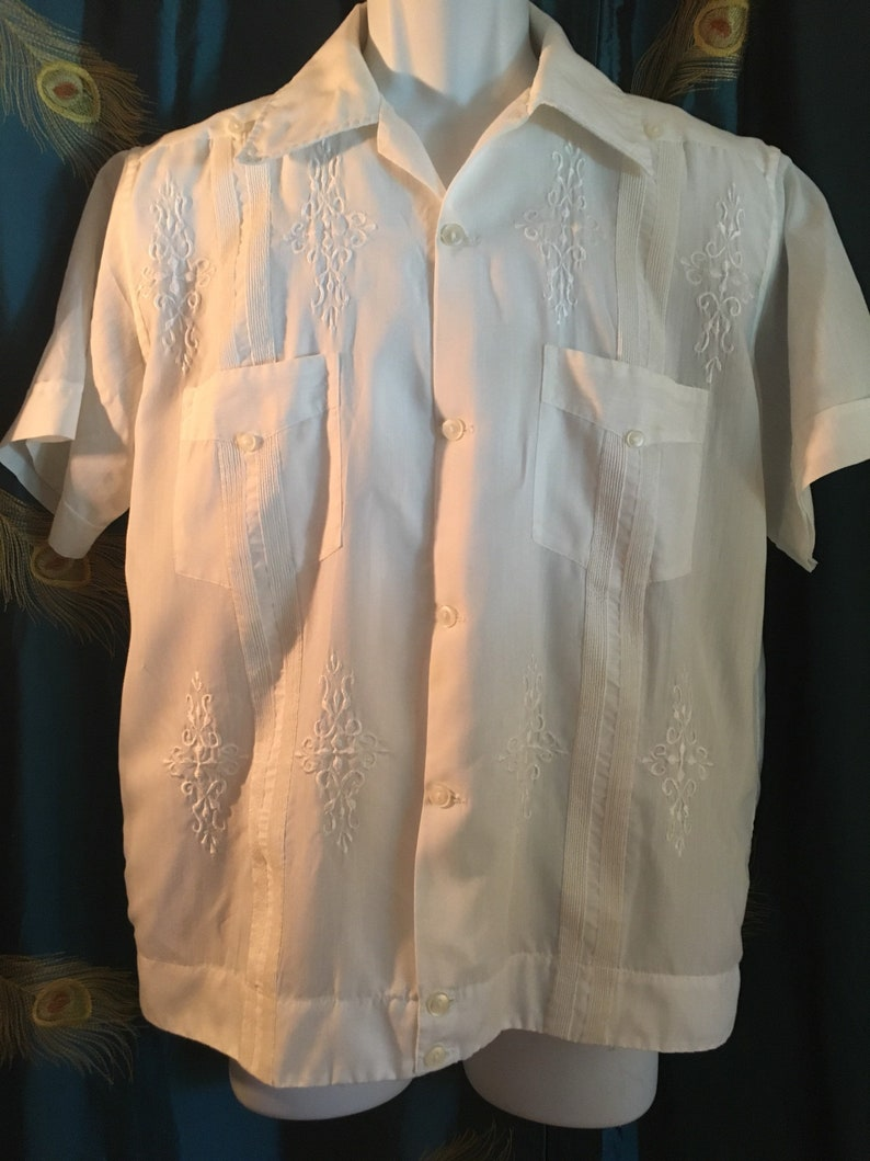 d55cc2bc57 Guayabera White Short Waisted Embroidery True Vintage Chest
