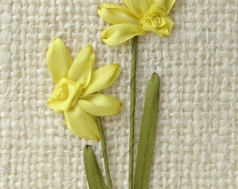 PDF pattern for silk ribbon embroidered daffodils, DIY embroidery, yellow daffodil pattern