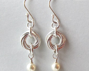 Sterling Silver Chain Maille and Swarovski Pearl Earrings - Silver Mobius Chain Maille Earrings with Cream Pearls - 315056