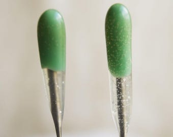 2 pack GREEN Reverse Barb Single Point FELT ALIVE Color-Coded Felting Needles with Rubber Handles.  pulls fiber out instead of felting it in