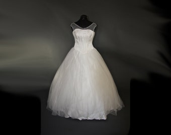 Creamy Corsetry Wedding Gown - Sample Gown Size 8-12