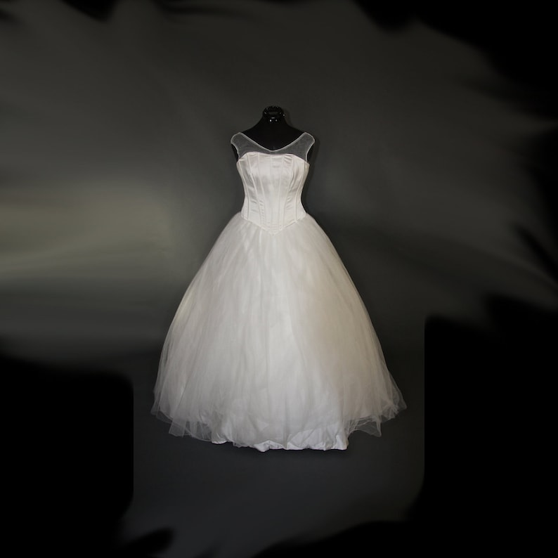 Creamy Corsetry Wedding Gown  Sample Gown Size 8-12 image 0