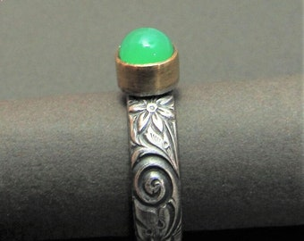Size 6.25 Sterling Silver And 18k Gold Chrysoprase Ring, Luminous Green Gemstone With Floral Pattern Band, Mixed Metal Ring